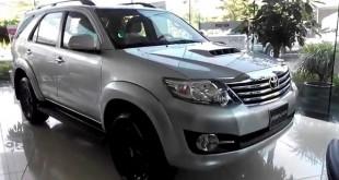Toyota Fortuner máy dầu màu bạc