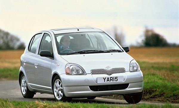 Toyota Yaris ra mắt năm 1999