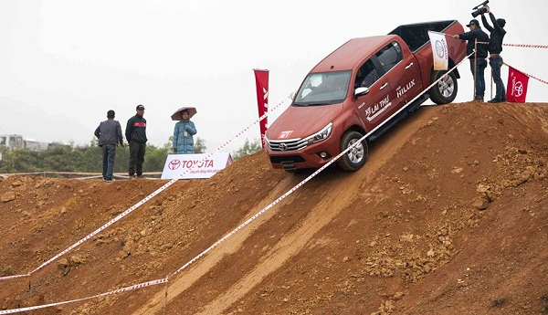 Test thử xe toyota Hilux 2017