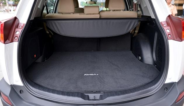 cốp xe Toyota RAV4 mới
