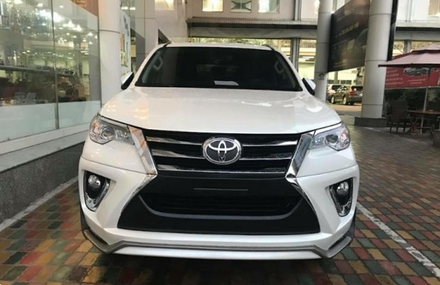 chiếc xe toyota fortuner 2018