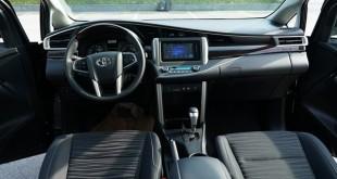 nội thất chiếc xe innova 2018